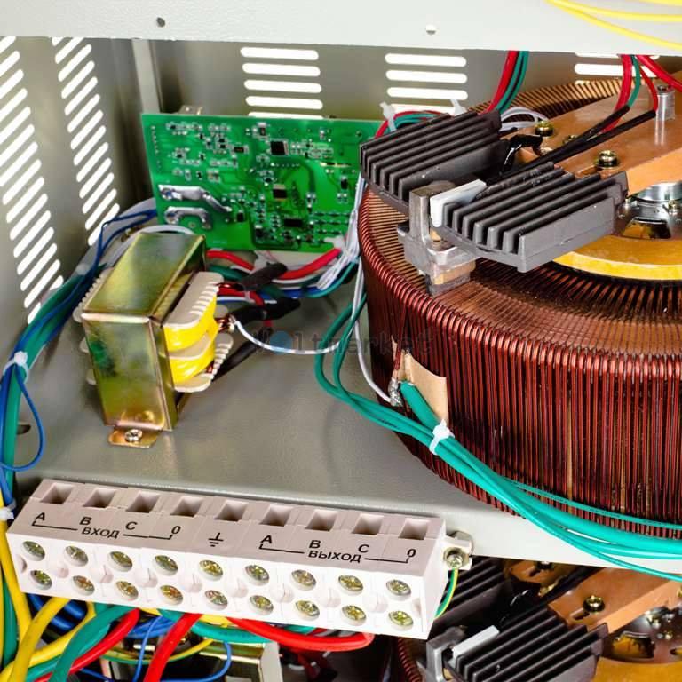 Стабилизатор напряжения Logicpower LPT-30kVa 3 PHASE
