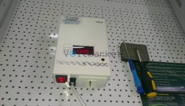 Релейный однофазный стабилизатор напряжения LVT АСН-300Н