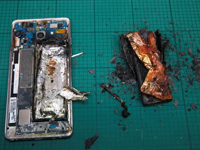 Сгоревший литиевые аккумуляторы